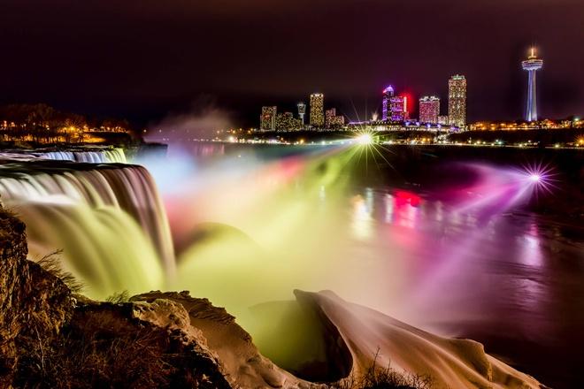 Man trinh dien den sac huyen ao o le hoi Anh sang thac Niagara hinh anh