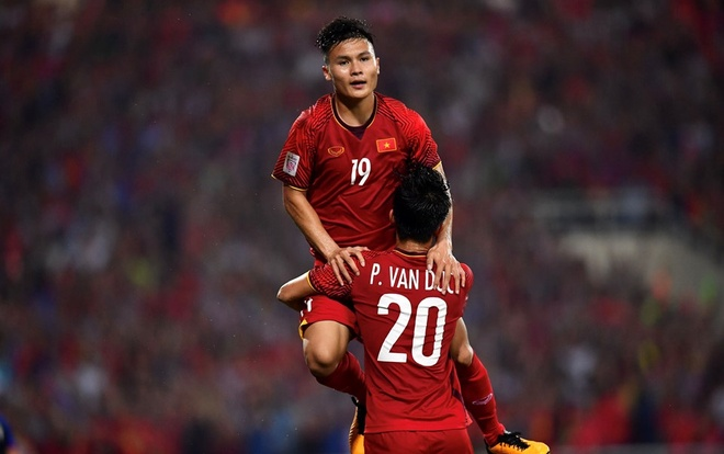 Di Malaysia xem chung ket AFF Cup 2018 the nao re nhat? hinh anh