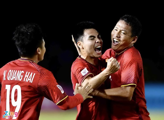 Nguoi ham mo do xo mua tour xem chung ket AFF Cup 2018 o Malaysia hinh anh 1