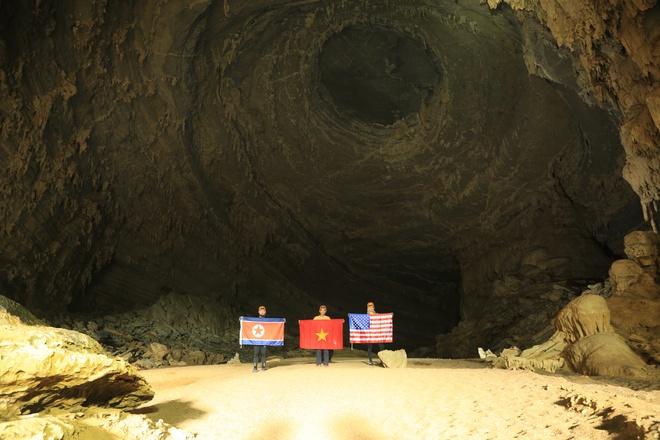 Treo co Viet, My, Trieu trong hang Son Doong, quang ba du lich Viet hinh anh 9