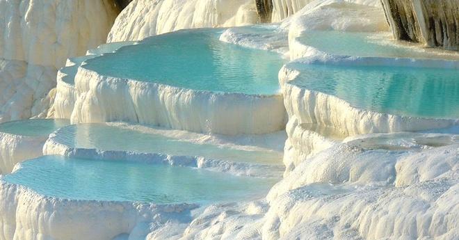 Những hồ bơi độc, lạ trên thế giới giúp bạn hòa cùng thiên nhiên - Ảnh 3