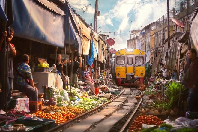 Điều đặc biệt của khu chợ nguy hiểm nhất thế giới ở Thái Lan