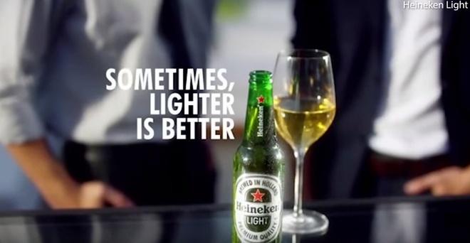 Heineken rut quang cao bi chi trich la 'phan biet chung toc' hinh anh 1