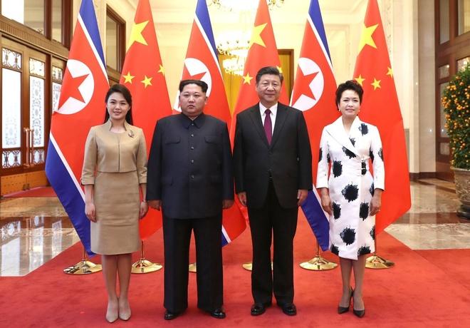 Gu thoi trang cua vo Kim Jong Un gay an tuong manh tai Trung Quoc hinh anh 1