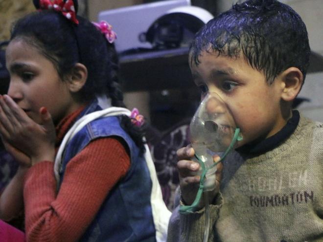 Vu tan cong hoa hoc o Syria: 'Tre em chet truoc mat chung ta' hinh anh