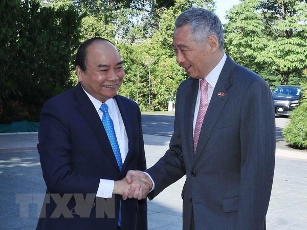 Thu tuong Nguyen Xuan Phuc hoi dam Thu tuong Singapore Ly Hien Long hinh anh 1