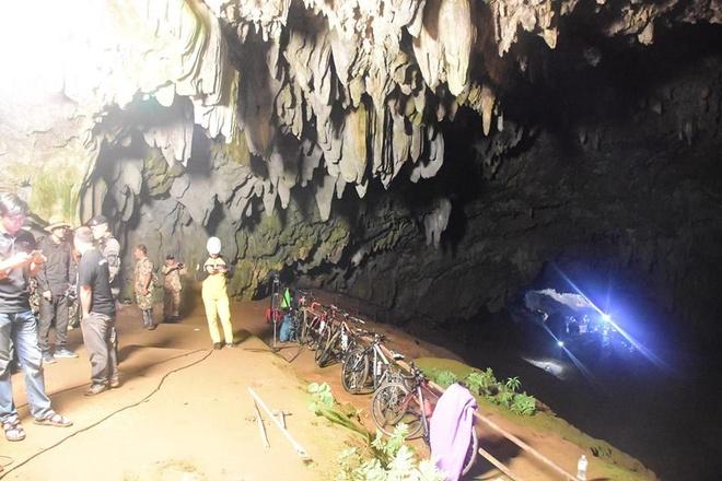 13 nguoi ket trong hang o Thai Lan vi mua lon, bun lay hinh anh 1
