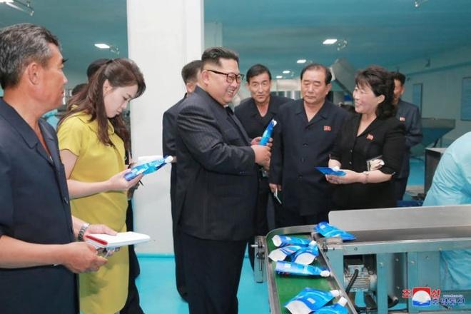Kim Jong Un tham nha may my pham gan bien gioi Trung Quoc hinh anh 1