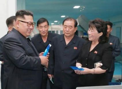 Kim Jong Un tham nha may my pham gan bien gioi Trung Quoc hinh anh