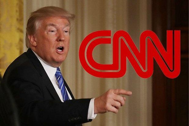 Bi goi la 'tin gia', CNN van huong loi tu cuoc doi dau voi TT Trump hinh anh