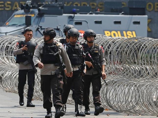 Indonesia lo thieu nha tu vi phan tu cuc doan gia tang hinh anh