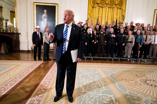 'Toi la mot phan cua phe chong doi trong chinh quyen Trump' hinh anh