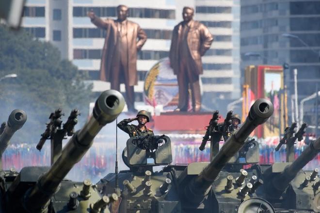 TT Trump hoan nghenh Trieu Tien duyet binh khong ten lua, hat nhan hinh anh