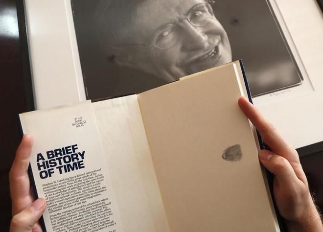Luan van va xe lan cua Stephen Hawking sap duoc dau gia hinh anh 3