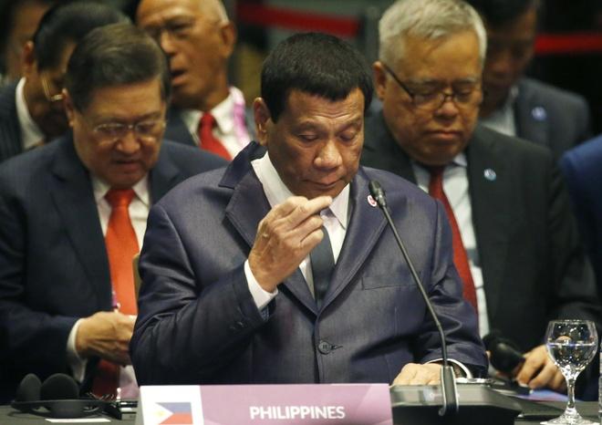 Tong thong Duterte bo 4 su kien trong hoi nghi ASEAN de chop mat hinh anh