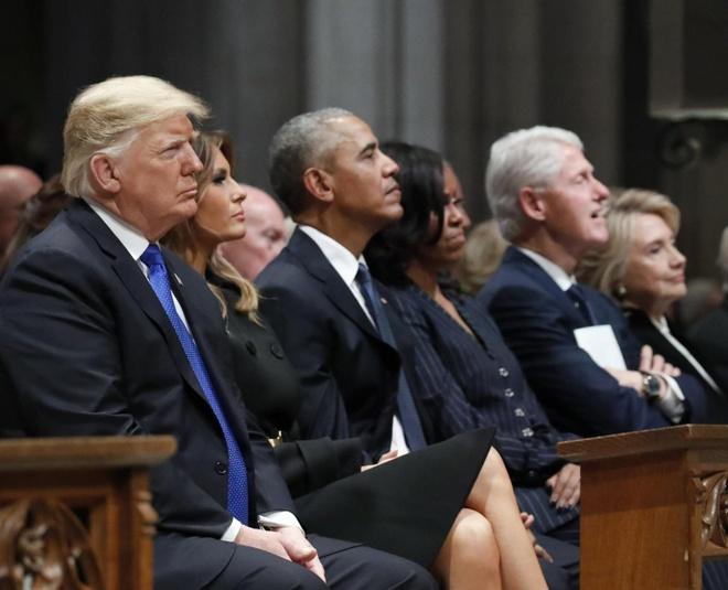TT Trump le loi khi 'CLB tong thong' quy tu o le tang Bush 'cha' hinh anh