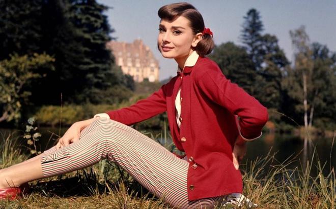 'Copy' phong cach thoi trang cua Audrey Hepburn de mac dep quanh nam hinh anh