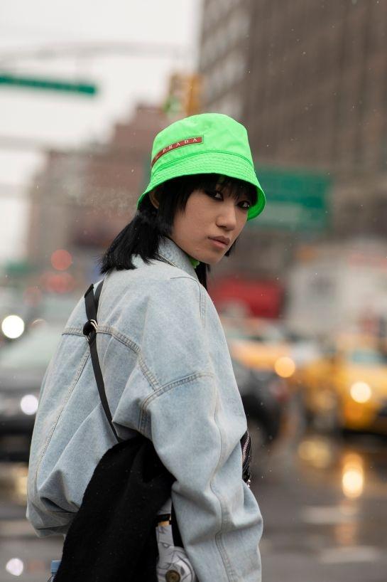 Mu bucket chiem song Tuan le thoi trang Thu - Dong 2019 New York hinh anh 10
