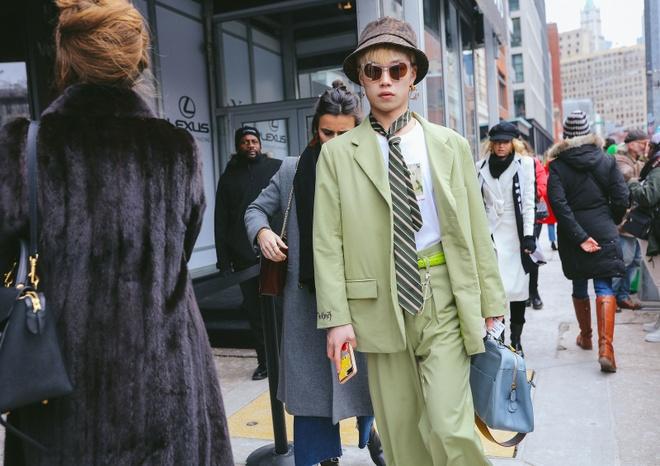 Mu bucket chiem song Tuan le thoi trang Thu - Dong 2019 New York hinh anh 6
