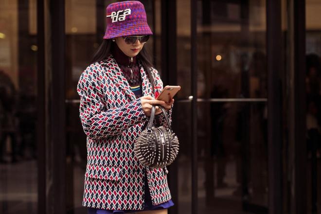 Mu bucket chiem song Tuan le thoi trang Thu - Dong 2019 New York hinh anh 4