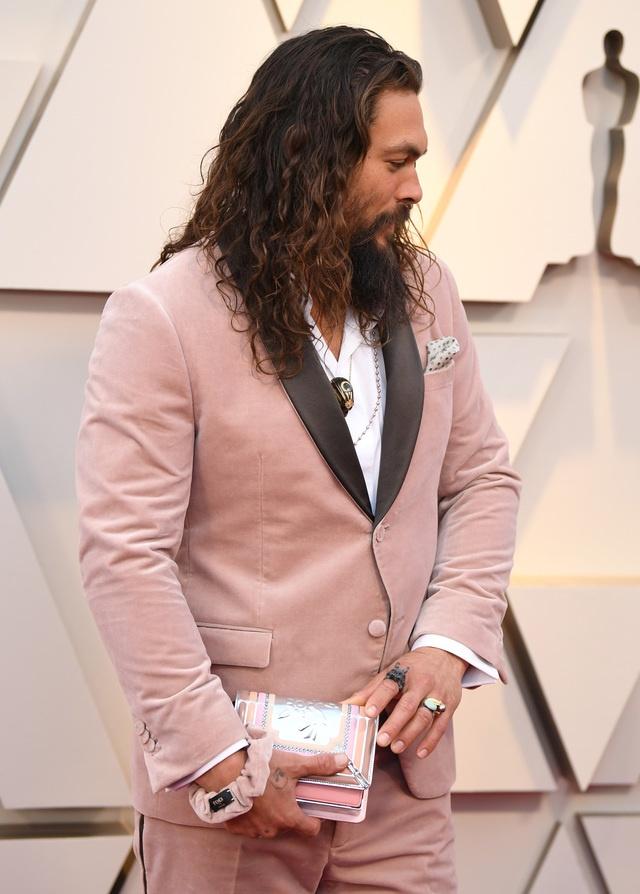 Aquaman sang tao ra xu huong thoi trang moi ngay tren tham do Oscar hinh anh 4