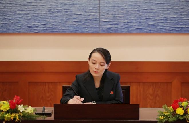 Net duyen tham va phong cach thoi trang gian di cua em gai Kim Jong Un hinh anh 1