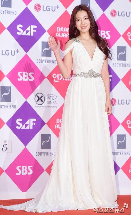 Park Shin Hye - tu mot co gai kem noi bat den ngoc nu thoi trang hinh anh 8
