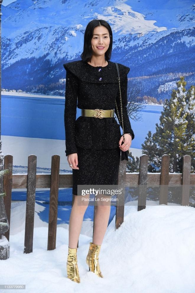 Dan sao mac toan bo trang phuc Chanel toi du show Thu - Dong 2019 hinh anh 3
