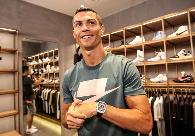 Y nghia sau xa cua cac doi sneakers ma Cristiano Ronaldo yeu thich hinh anh