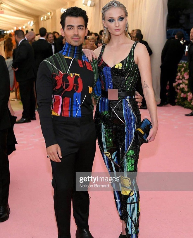 Day that lung nay co gi dac biet ma ai cung dien trong Met Gala 2019? hinh anh 1
