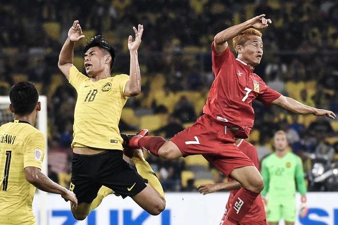 Thua liền 2 trận, 'Messi Lào' vẫn tự tin lọt vào bán kết AFF Cup