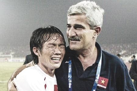 Khong phai Cong Vinh, HLV Calisto yeu quy ai nhat the he 2008? hinh anh