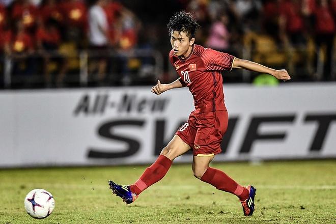 Van Duc 'xau kim' thu mon Philippines, ghi ban 2-1 hinh anh