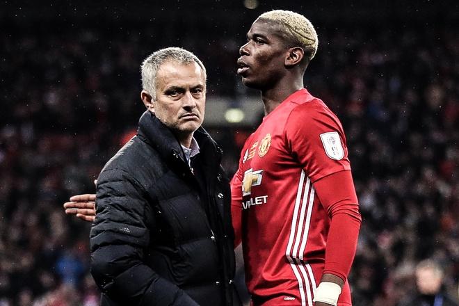 HLV Mourinho kho chiu khi bi hoi ve Pogba hinh anh
