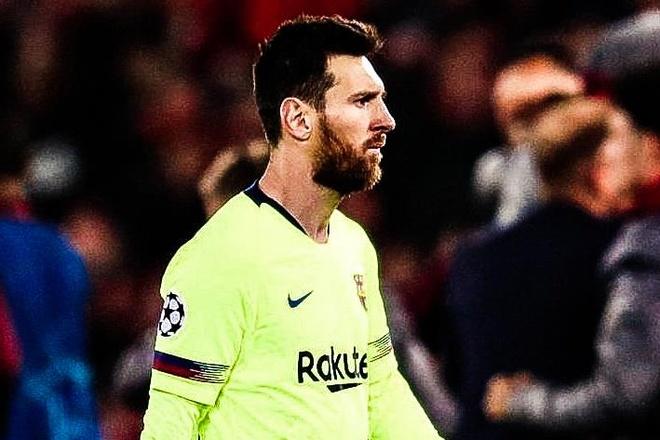 Khoanh khac Messi roi san Anfield trong cay dang hinh anh
