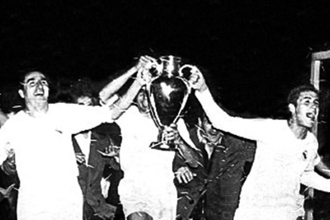 Tron 63 nam Real Madrid vo dich cup chau Au lan dau tien hinh anh
