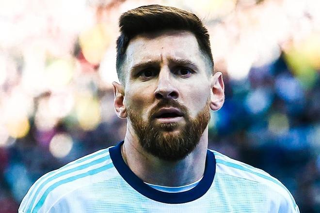 Khoanh khac Messi bi duoi khoi san khi gap Chile nhin tu khan dai hinh anh