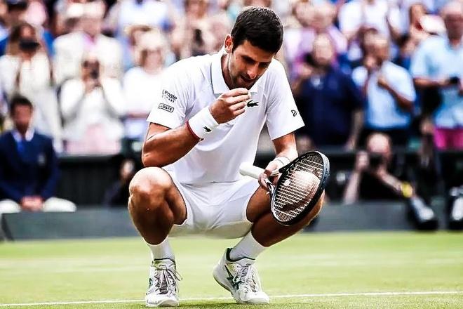 Khoanh khac Djokovic an co o Wimbledon sau khi thang Federer hinh anh