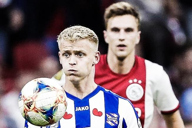 Doi moi cua Van Hau thua dam truoc Ajax hinh anh