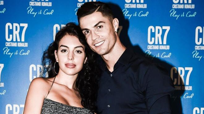 Ronaldo yêu bạn gái từ cái nhìn đầu tiên