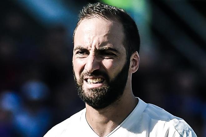 Higuain nong nay, da tro ly HLV trong buoi tap cua Juventus hinh anh