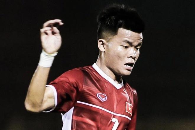 Tran Manh Quynh xu ly ky thuat vuot qua hau ve U19 Han Quoc hinh anh