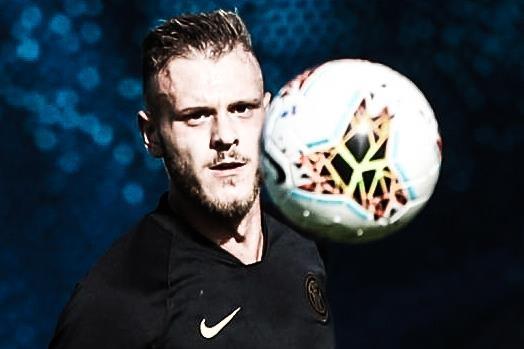 Hau ve Inter Milan ghi ban tu giua san hinh anh
