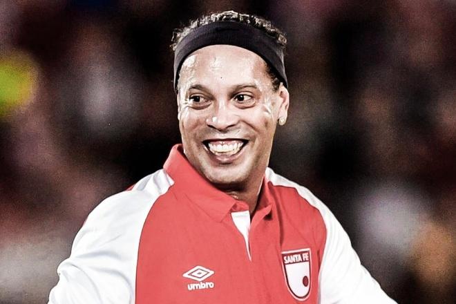 Ronaldinho tai hien pha kien tao ky thuat o tuoi 39 hinh anh