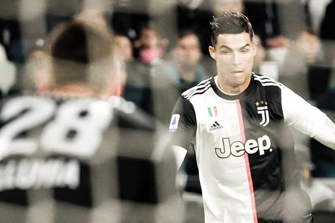 Ronaldo sut tung luoi Bologna nhin tu khan dai hinh anh
