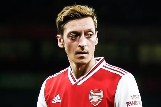 Oezil tiep tuc bi lam ngo o Arsenal hinh anh