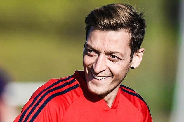 Oezil don tin vui truoc tran Arsenal gap Liverpool hinh anh