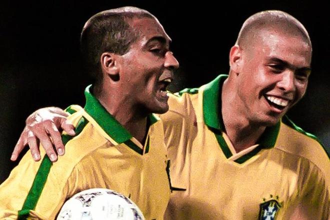 Ronaldo tung bi bat danh giay cho Romario o tuyen Brazil hinh anh