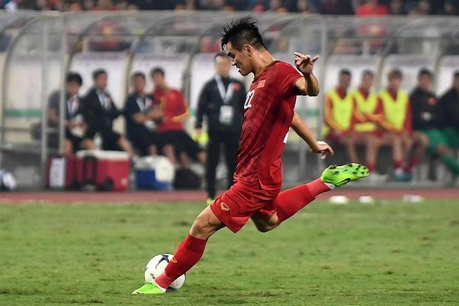 Tien Linh sut xa tung luoi UAE hinh anh