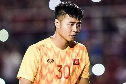 Van Toan, Thanh Chung lien tiep cuu thua cho U22 Viet Nam hinh anh